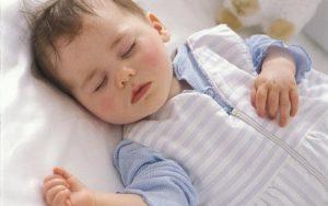 como abrigar a tu bebe para dormir en invierno
